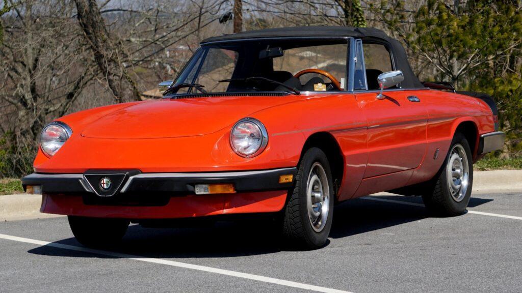 Alfa-Romeo-Spider-Graduate-1985